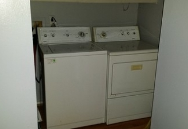 שרותי בנייה ושדרוג - חדר כביסה לפני שיפוץ - פסיפיק הולדינגז