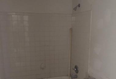 מקלחת בשיפוץ דירה ב- Atlanta - פסיפיק הולדינגז